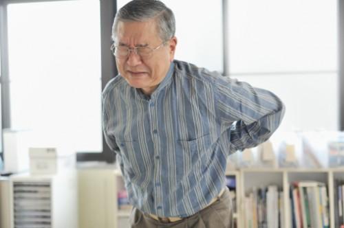 Các triệu chứng của bệnh thoái hóa cột sống