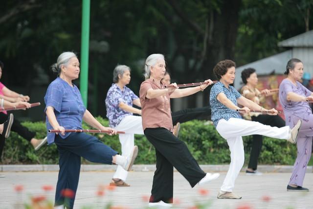 Cách chữa thoái hóa khớp gối cho người cao tuổi bằng tập luyện