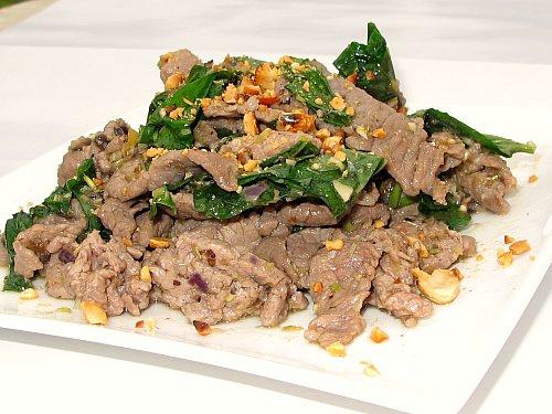 Thịt bò xào lá lốt món ăn cho người thoái hóa khớp gối