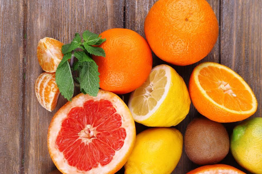 Bị vôi hóa cột sống nên ăn gì?- Bạn nên ăn cam, quýt