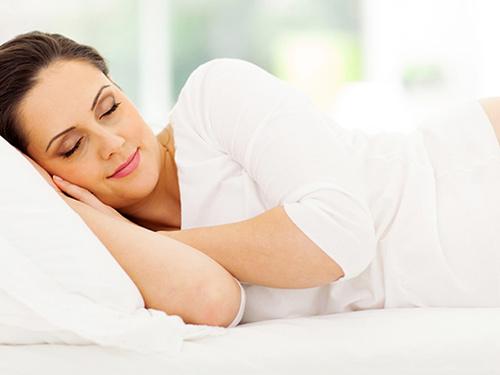 Bị đau cổ vai gáy sau khi ngủ dậy do dùng gối quá cao