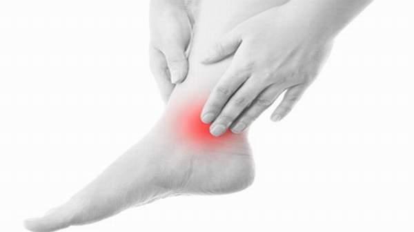 Sưng khớp cổ chân- triệu chứng thoái hóa khớp cổ chân thường gặp