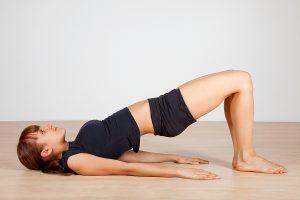 tập yoga chữa đau vai gáy với tư thế cây cầu.jpg