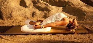 tập yoga chữa đau vai gáy với tư thế con cá.jpg