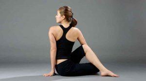 tập yoga chữa đau vai gáy với tư thế vặn cột sống.jpg