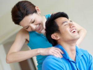 Xoa bóp là cách chữa đau cổ vai gáy tại nhà phổ biến
