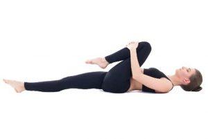 cách chữa sút lưng từ những động tác đơn giản.jpg