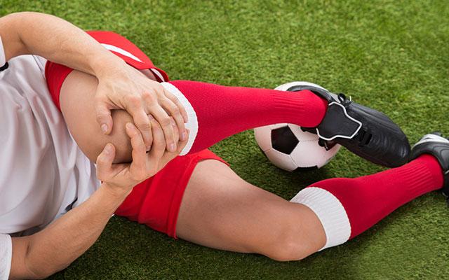 Nguyên nhân gây đau khớp gối do gặp chấn thương khi chơi thể thao