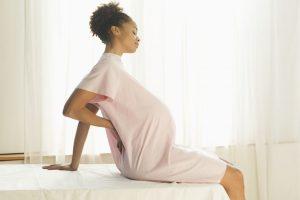 đau khớp háng sau sinh không được chủ quan